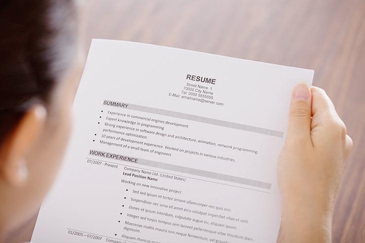 試用期間中に退職した経歴は職歴に記載しなくても大丈夫?履歴書への虚偽記載にあたるケースとは。