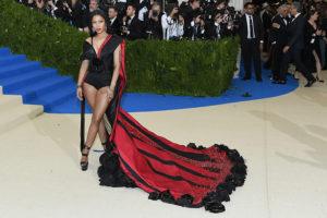 H&Mのデザインチームが創り上げた「メットガラ」のスペシャル衣装にセレブも魅了!
