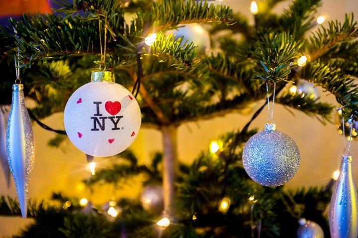 多彩な仕掛けでクリスマスシーズンの購買欲を刺激する、NYのホリデーポップアップ