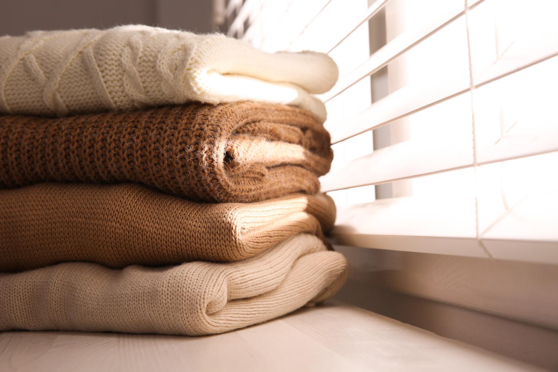 ニットとセーターの違いをおさらい 今季のトレンドや、ニット素材の種類も解説